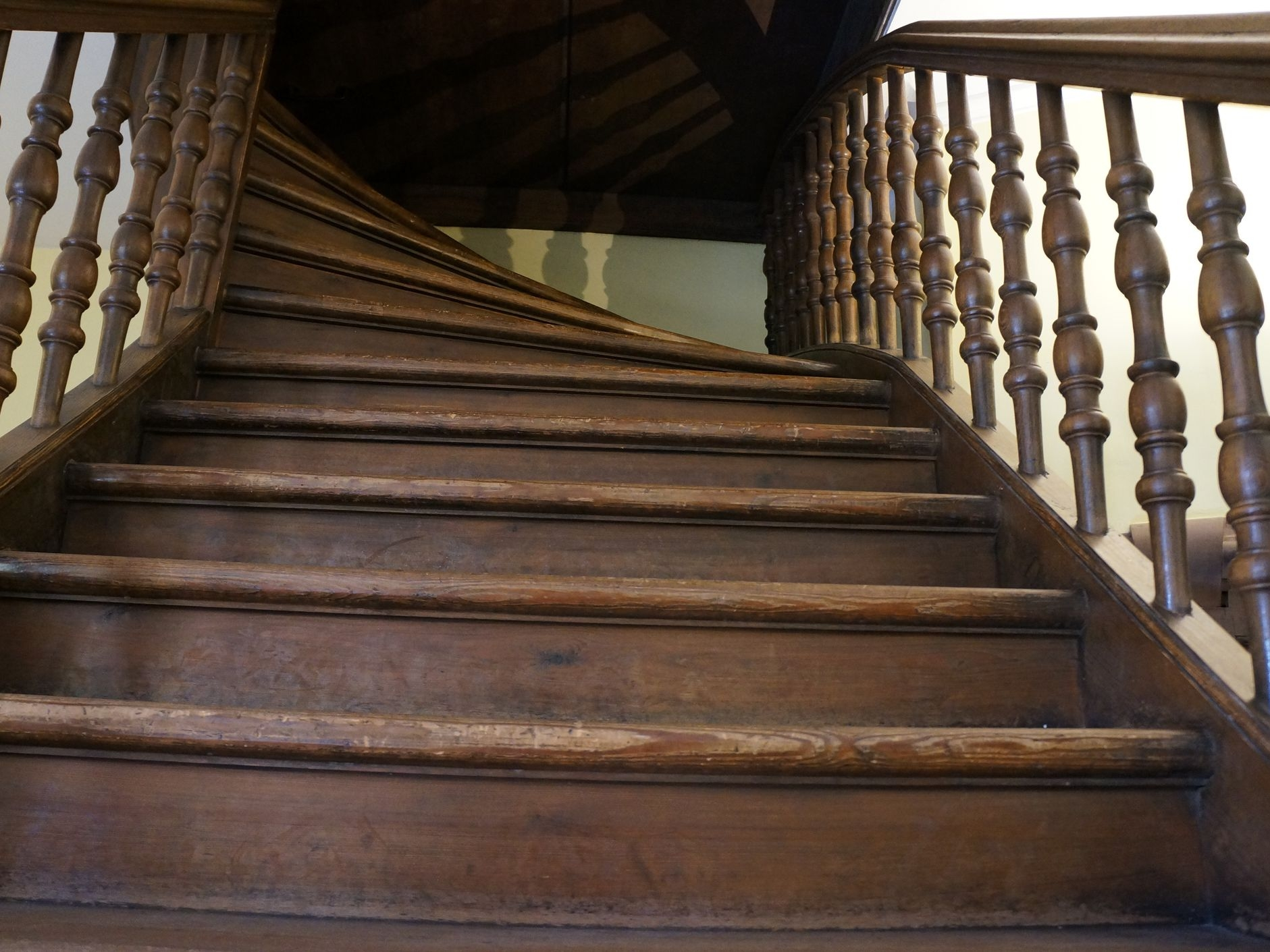 How To Fix Creaky Stairs | Loose Carpet On Stairs | Runner | Fixing | Stair Treads | Stair Nosing | Laminate Flooring