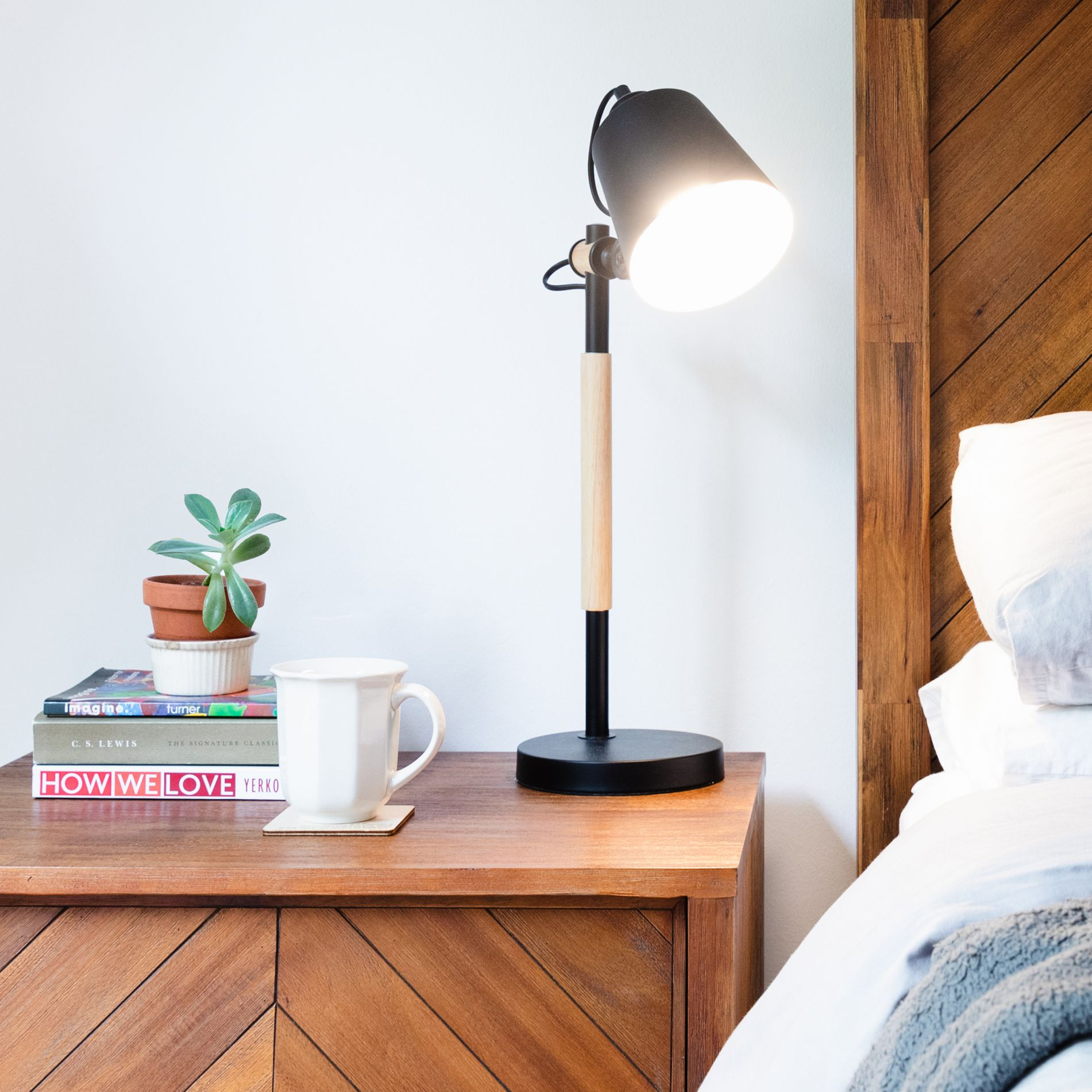 how to pick nightstand lamps