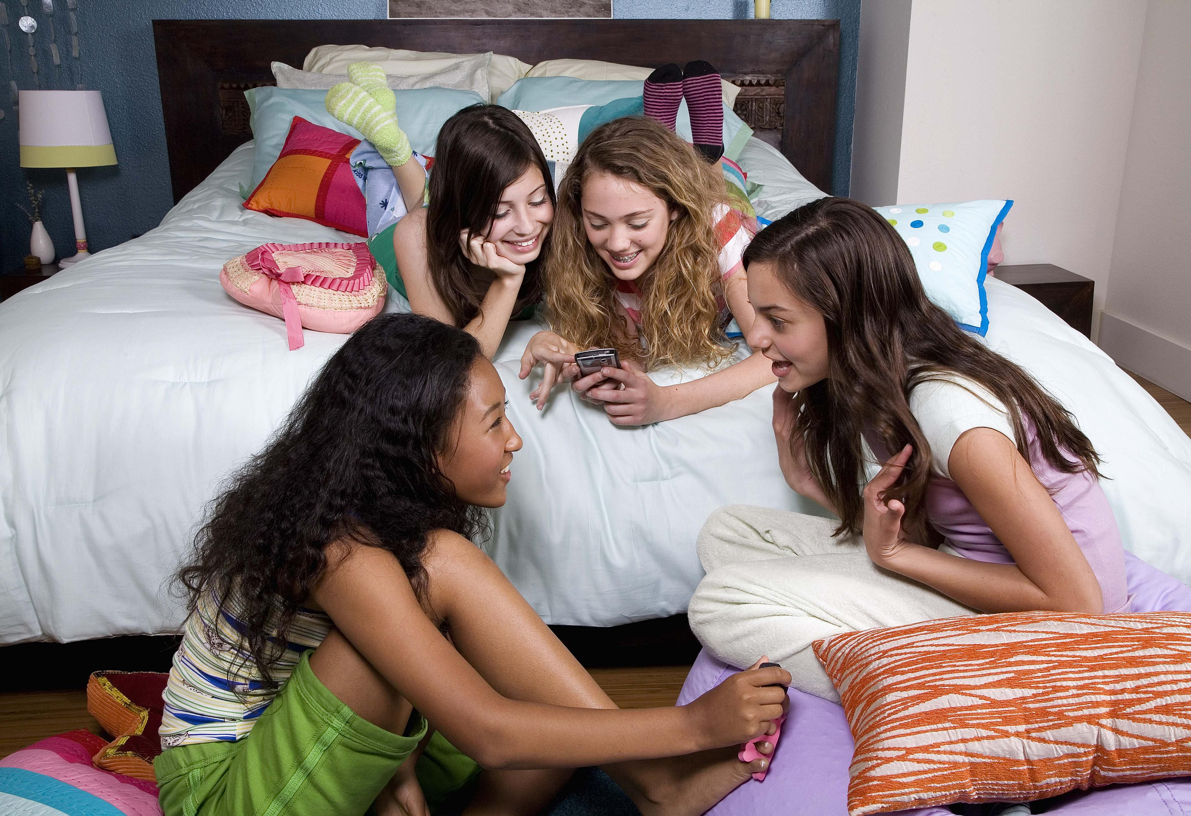 17 sleepover games that are quick easy