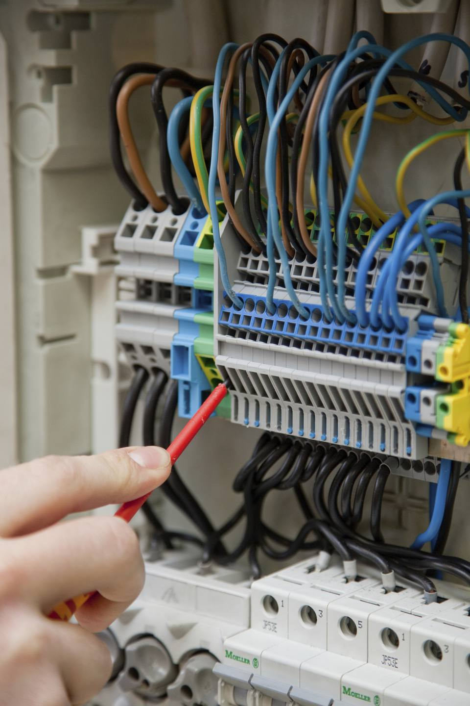 Secure Romex Wire In Plastic Electrical Box
