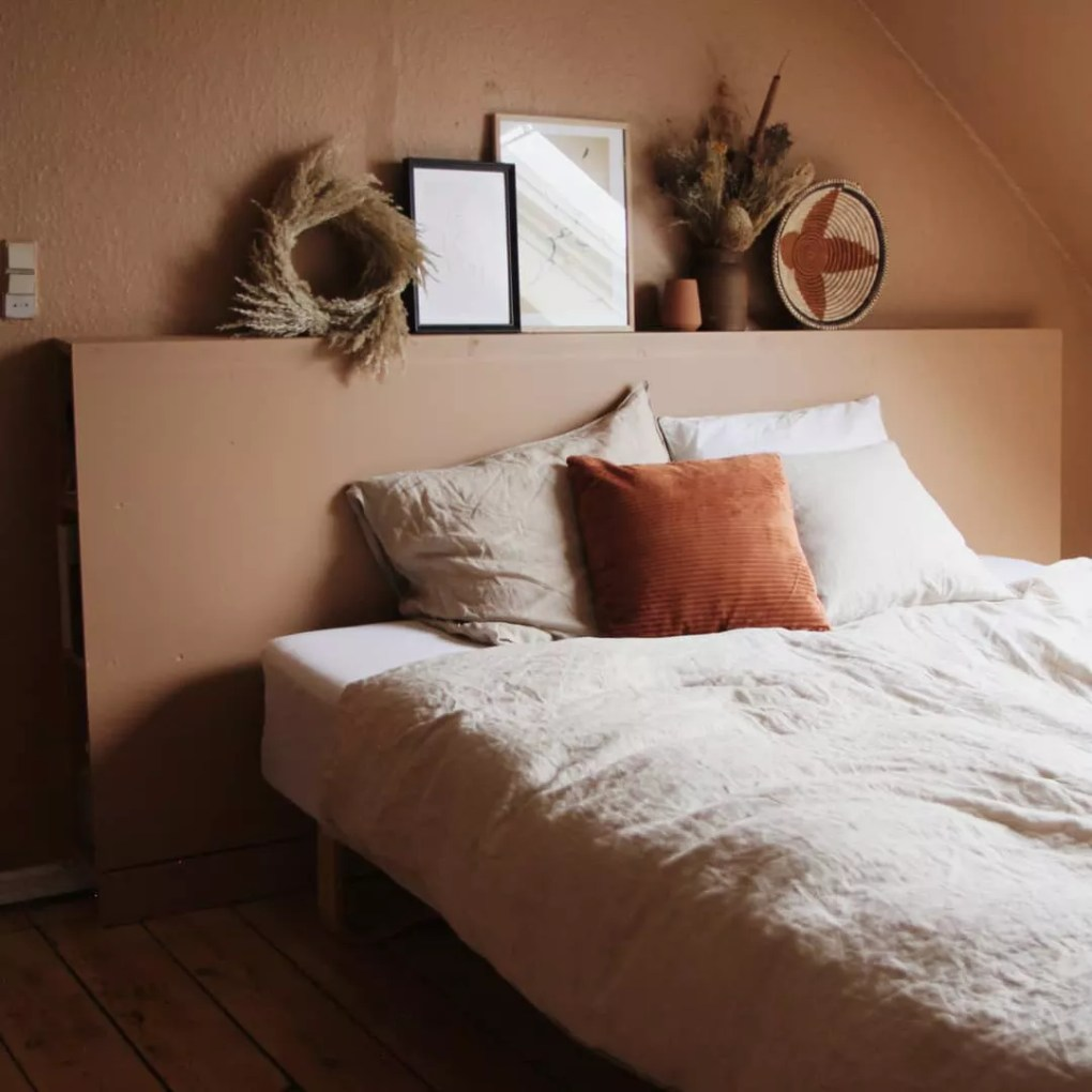 Bed with linen bedding