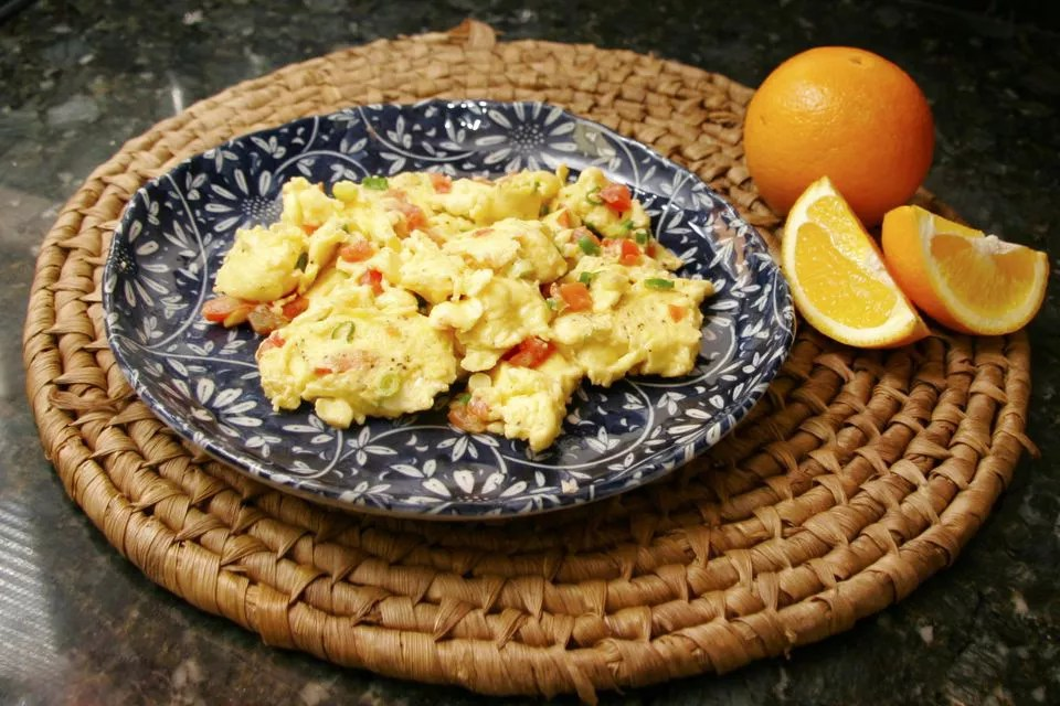 Scrambled Eggs With Tomatoes and Peppers