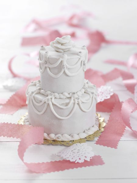 How to Make a Wedding Cake   a Beginner s Guide gerenme Getty Images