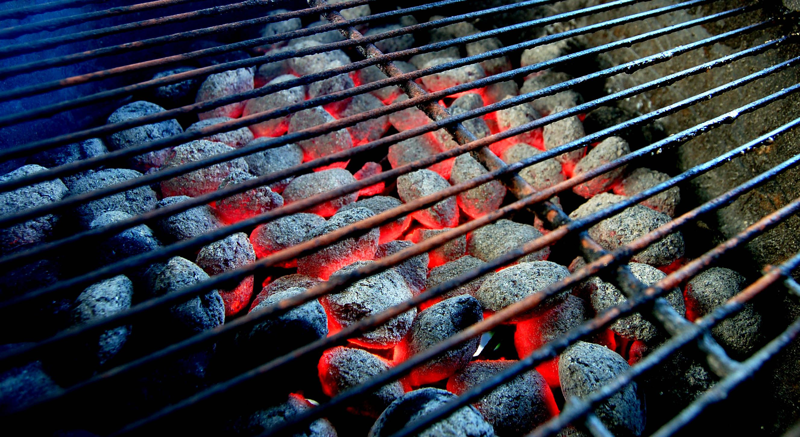 how to light a charcoal grill correctly