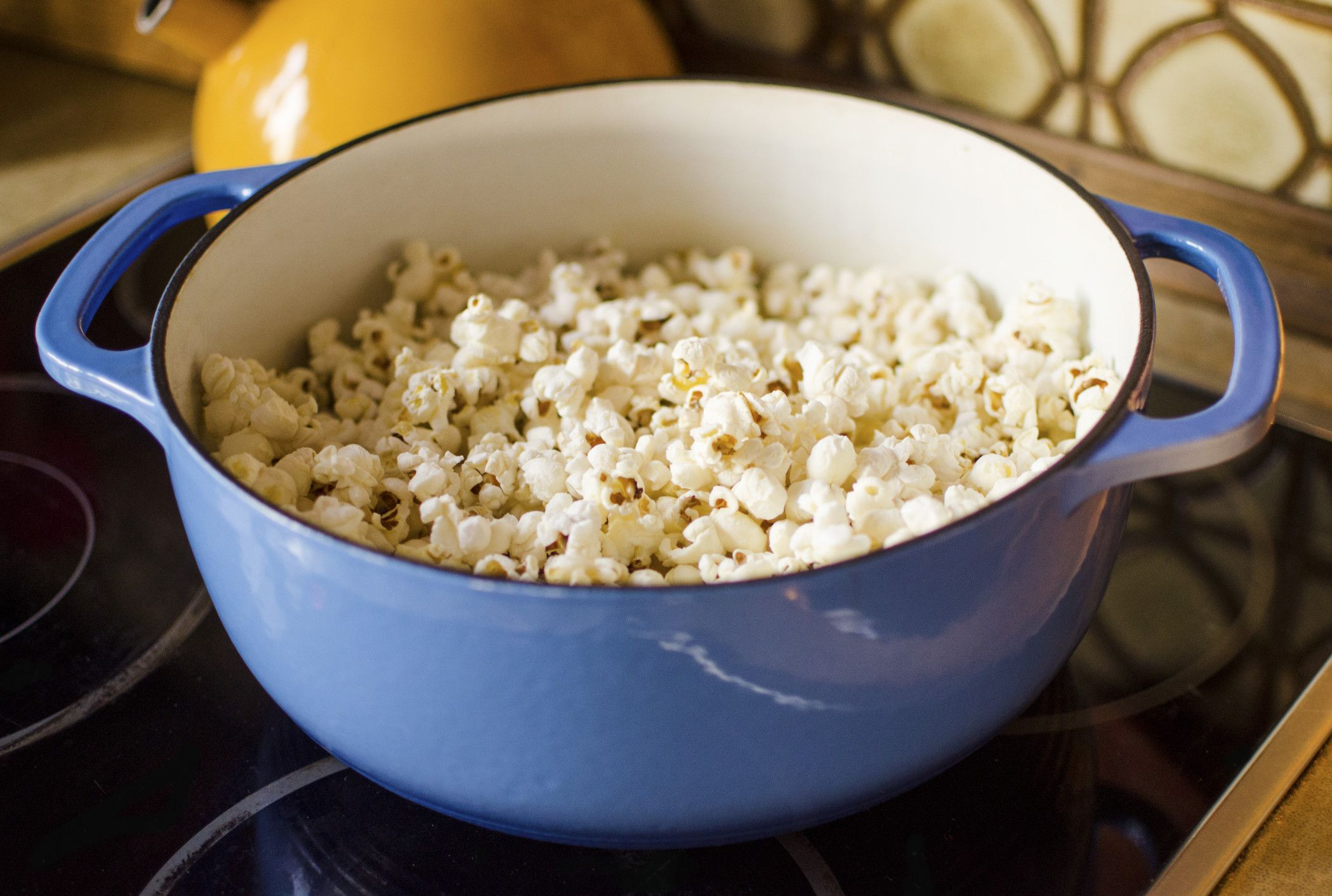 how to pop popcorn on the stove