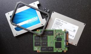Crucial M500 960GB SSD Disassembled