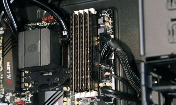 What is a SSD - RAM Memory