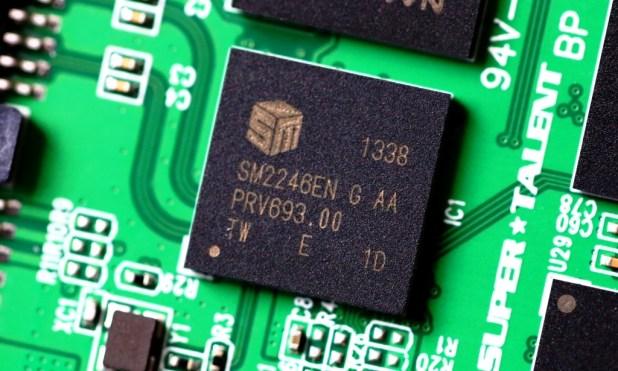 SuperTalent 1TB SATA 3 SSD SM2246EN Controller.png