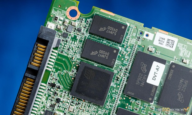 Crucial BX200 Controller, NAND & DRAM