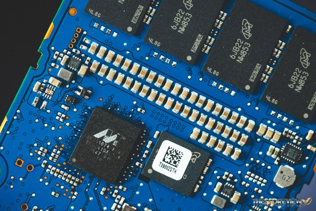 Crucial MX300 1050GB RAID 0 Controller