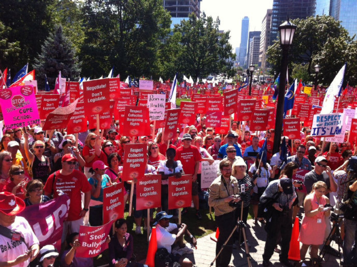 5 000 Teachers Rally At Queen S Park To Protest Mcguinty S