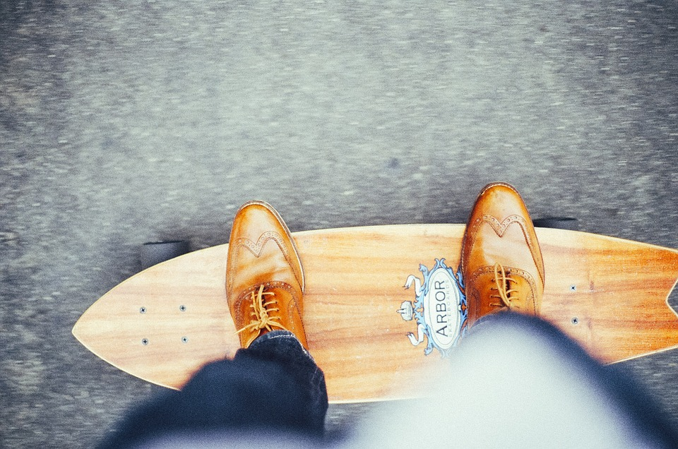 A new electric skateboard startup is taking over the old school business