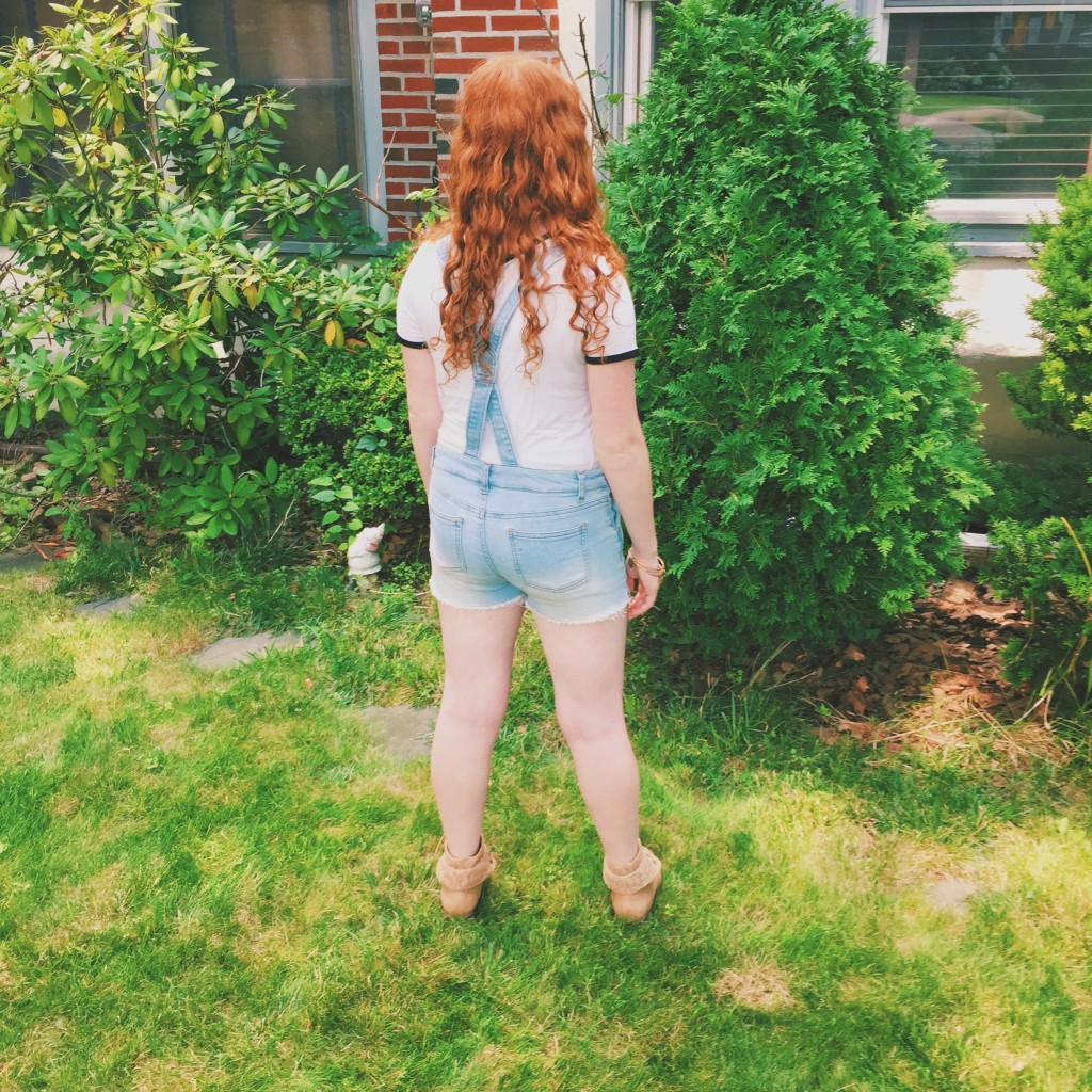 5 Ways to Style a Plain White Tee from Garage clothing for Back to School