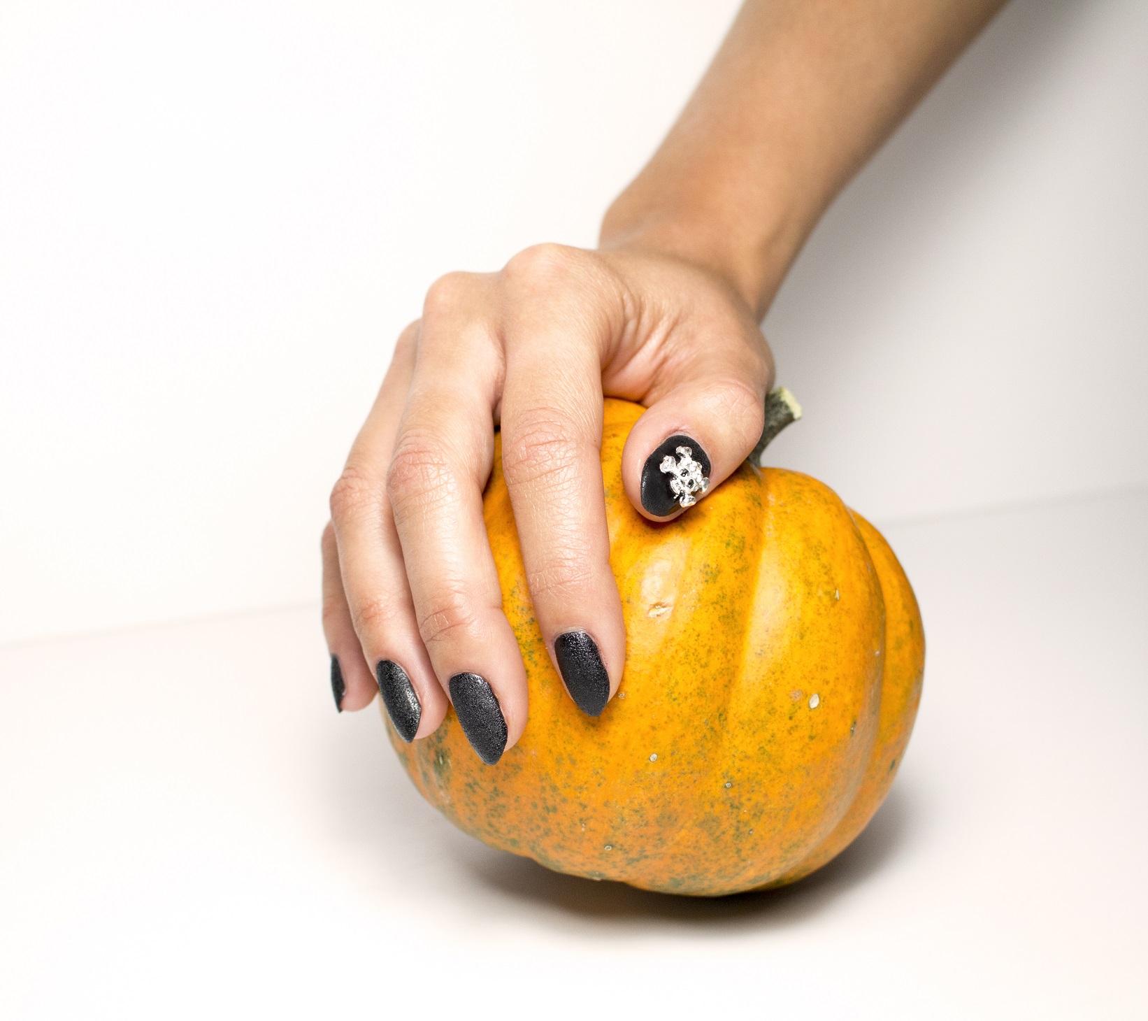 DIY Leather & skulls Halloween Manicure