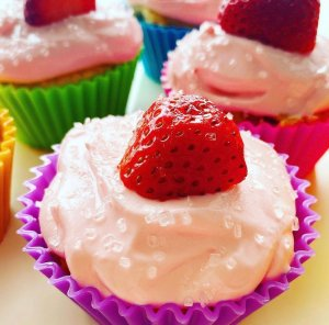 Strawberry Cupcakes With Cream Cheese Frosting - Just three points each on all Weight Watchers Plans