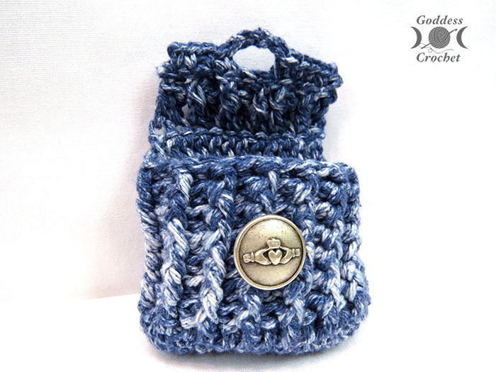 Ribbed Crochet Pouch - Free Pattern - The Stitchin Mommy