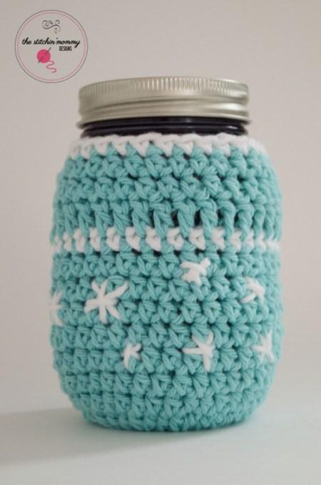 Frosty Snowflake Mason Jar Cozy - Free Pattern | www.thestitchinmommy.com