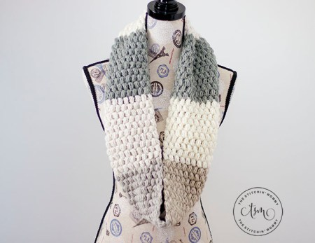 Alba Puff Stitch Cowl - Free Crochet Pattern | Scarf of the Month Club hosted by The Stitchin' Mommy and Oombawka Design | www.thestitchinmommy.com #ScarfoftheMonthClub2019