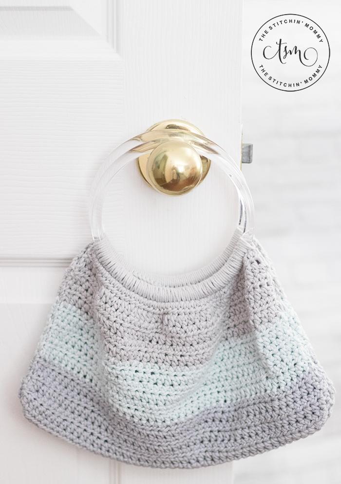Blue Mist Handbag - Free Crochet Pattern | www.thestitchinmommy.com