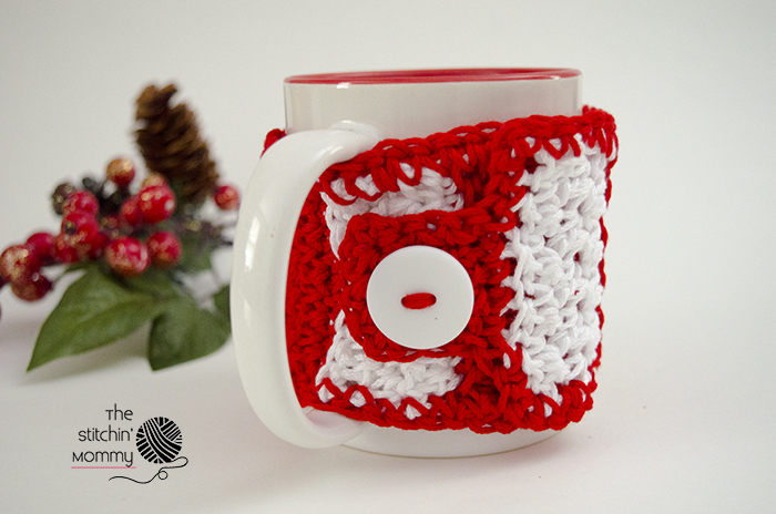 Candy Cane Striped Mug Cozy - Free Crochet Pattern #HolidayStashdownCAL2016 | www.thestitchinmommy.com