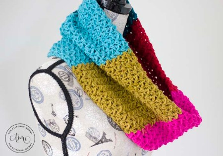 Celebration Cowl - Free Crochet Pattern | Scarf of the Month Club hosted by The Stitchin' Mommy and Oombawka Design | www.thestitchinmommy.com #ScarfoftheMonthClub2019