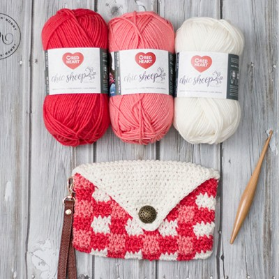 Coral Chic Plaid Wristlet – Free Crochet Pattern