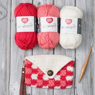 Coral Chic Plaid Wristlet – Free Crochet Pattern