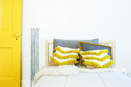 diy-woven-art-pillow