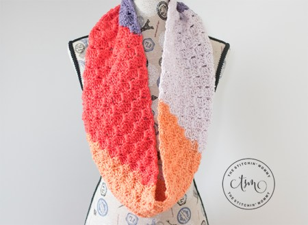 Peach Orchard C2C Infinity Scarf - Free Crochet Pattern | Scarf of the Month Club hosted by The Stitchin' Mommy and Oombawka Design | www.thestitchinmommy.com #ScarfoftheMonthClub2019