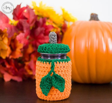 Pumpkin Mason Jar Cozy - Free Crochet Pattern | www.thestitchinmommy.com #HalloweenCAL2019 #CALCentral