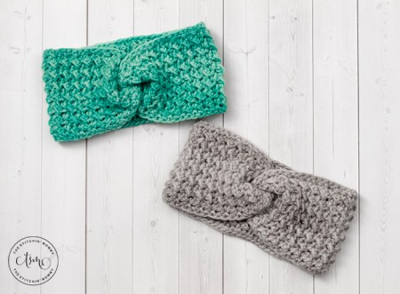 Riverside Headband Earwarmer - Free Crochet Pattern | www.thestitchinmommy.com