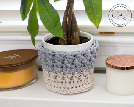 Simple Flower Pot Cozy - Free Crochet Pattern | www.thestitchinmommy.com #CALCentralCrochet
