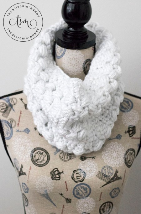 Snowy Path Cowl - Free Crochet Pattern | www.thestitchinmommy.com