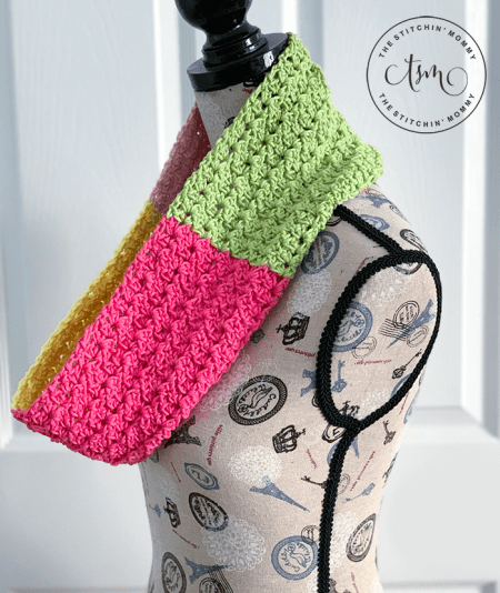 Spring Blossom Cowl - Free Crochet Pattern | Scarf of the Month Club hosted by The Stitchin' Mommy and Oombawka Design | www.thestitchinmommy.com #ScarfoftheMonthClub2019