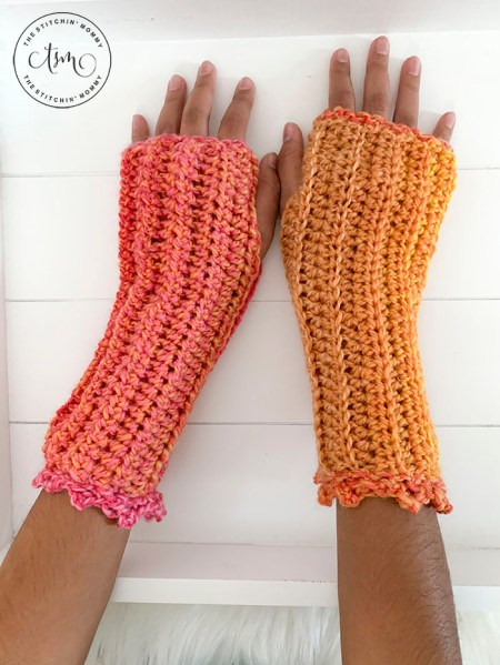 Tropical Sunset Fingerless Mitts - Free Crochet Pattern #2020PicotBlogHop #WeCrochet | www.thestitchinmommy.com