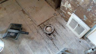 rotten-hardwood-floors-in-bathroom