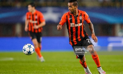 Alex Teixeira of Donetsk controls the ball during the UEFA Champions League: Qualifying Round Play Off First Leg match between SK Rapid Vienna and FC Shakhtar Donetsk on August 19, 2015 in Vienna, Austria.
