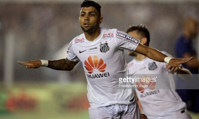SANTOS, BRAZIL - NOVEMBER 05: Gabriel of Santos celebrates scoring the second goal during the match between Santos and Cruzeiro for Copa do Brasil 2014 at Vila Belmiro Stadium on November 5, 2014 in Santos, Brazil. (Photo by Friedemann Vogel/Getty Images)