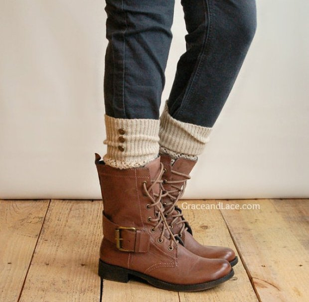 Love the look of leg warmers with boots!