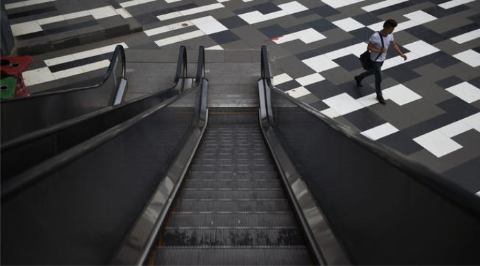 Escalator Kills Mother at Shopping center in Jingzhou, China; Workers Save Child