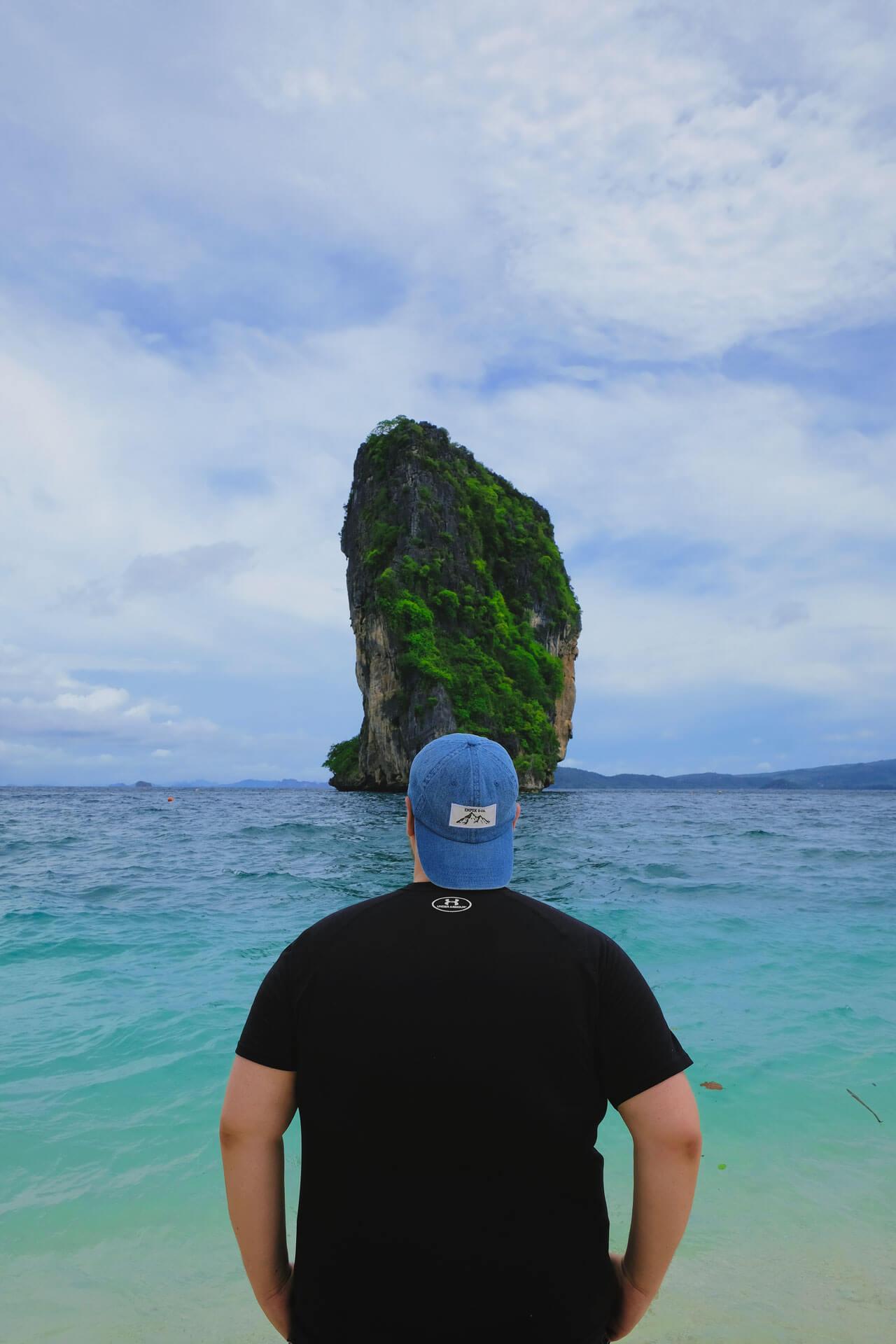 quebec-companies-beach-storytellers-mtl-empek