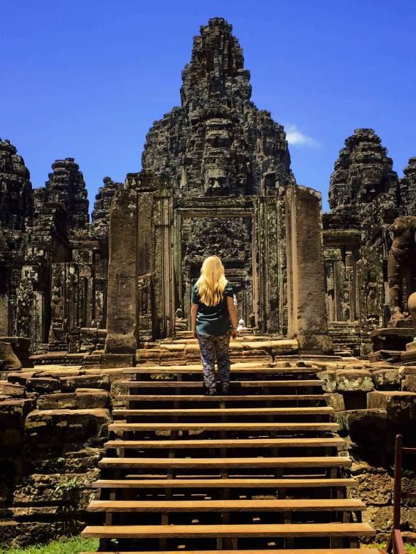 bayon-temple-cambodge-escaliers