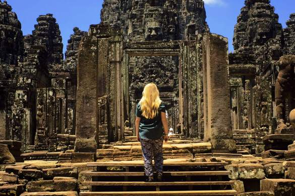 bayon-temple-cambodge-escaliers
