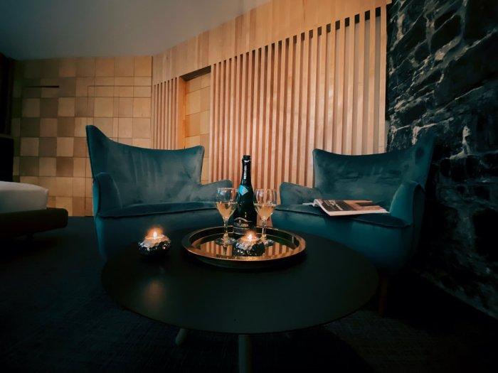 Chateau-Fleur-De-Lys-fauteuil-mad-men-champagne