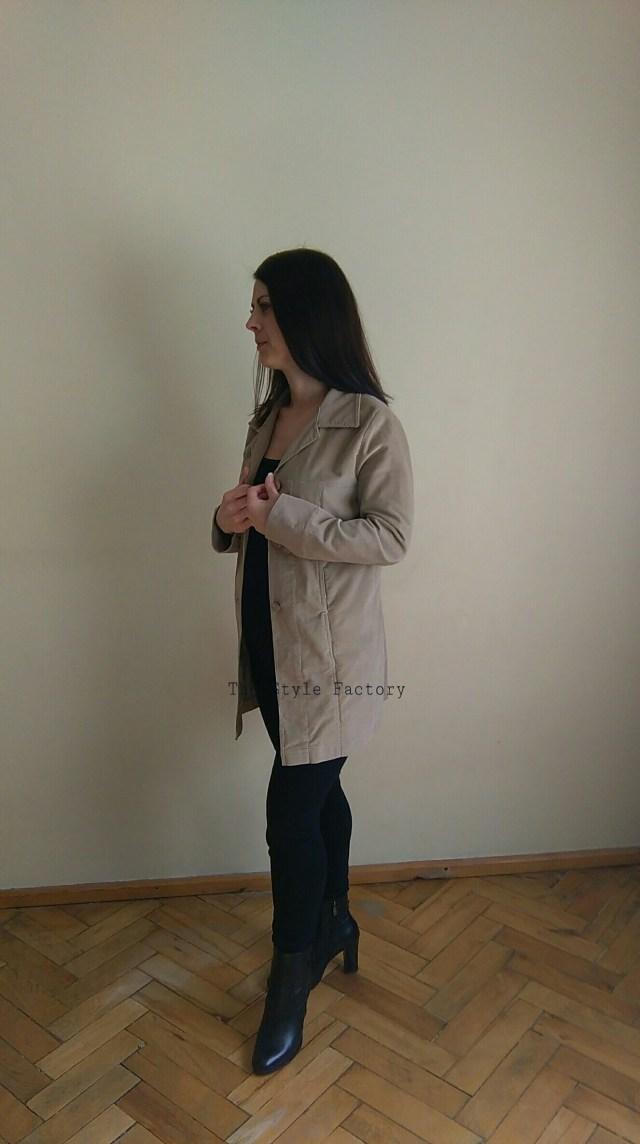 Sztruksowy płaszcz w kolorze beżowym