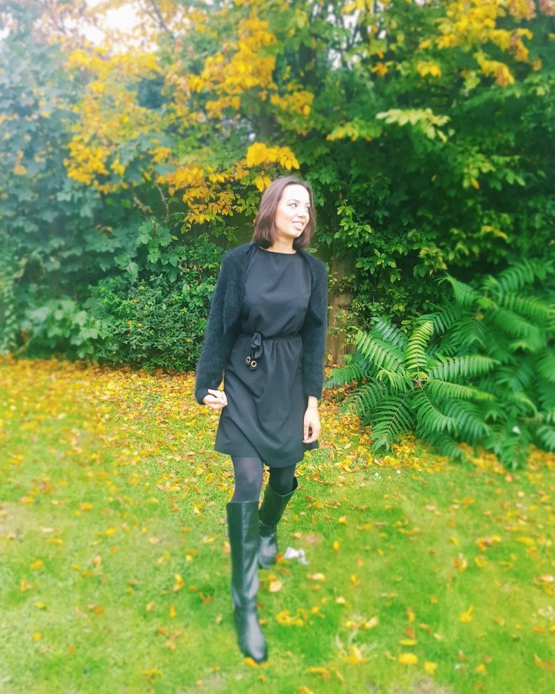 girl wearing all black outfit outside