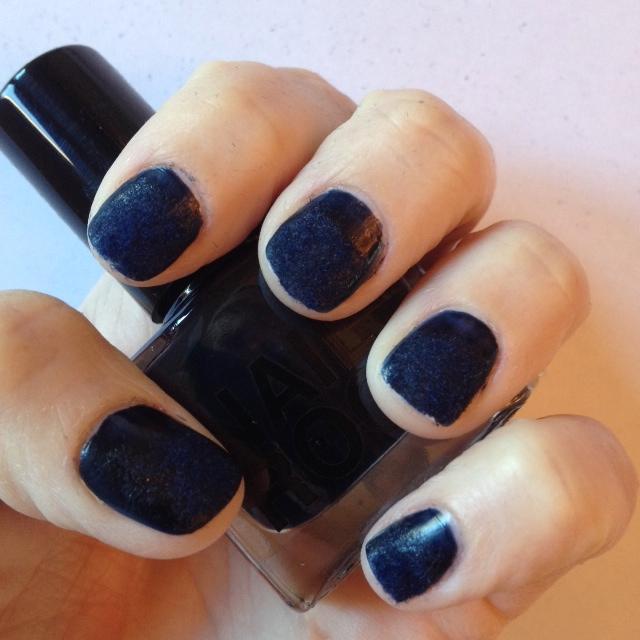 ROCK velvet manicure
