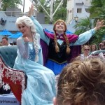 Anna Elsa Disney Frozen Parade