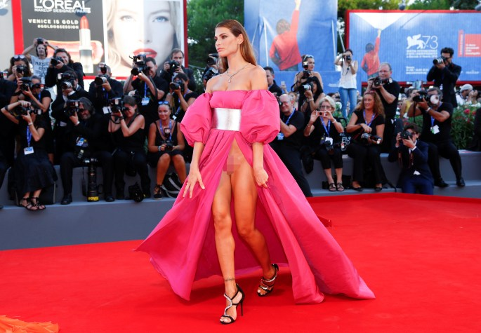 Dayane looked stunning in an extravagant pink gown