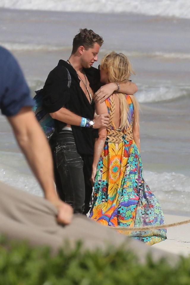 Paris Hilton cosied up to the mystery man on holiday in Mexico